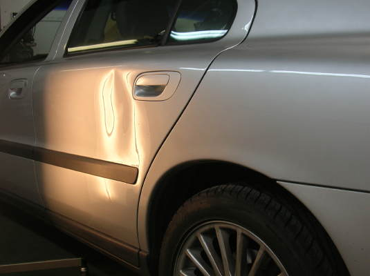 Volvo door with large dent before paintless repair & Dent removed from Volvo S50 door by Dent Terminator of Tulsa with ... Pezcame.Com